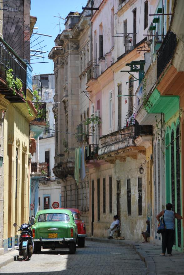 Een straatbeeld in La Habana, Cuba