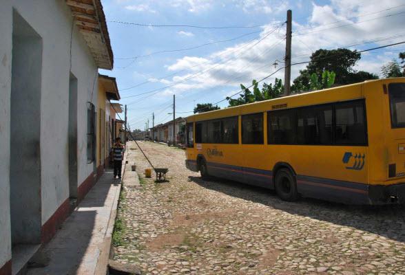 Een Nederlandse bus in Trinidad, Cuba