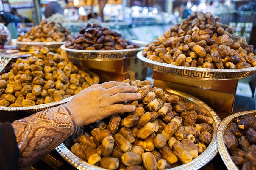 Dadels op de lokale markt in het oude gedeelte van Dubai