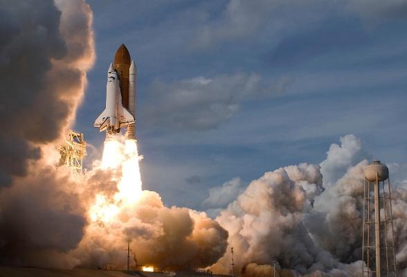 Iets meer dan 50 jaar nadat Joeri Gagarin als eerste mens de ruimte werd ingeschoten kan je ook zelf een retourtje boeken. Er zijn al meerdere aanbieders op de markt, waaronder het Nederlandse KLM.