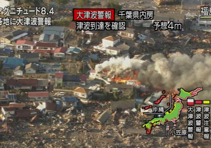 Modderstromen treffen dorpen in Japan