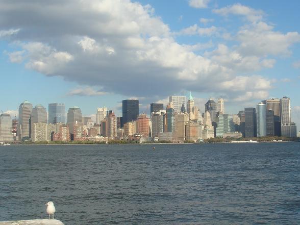 Uitzicht over Manhattan vanaf Ellis Island