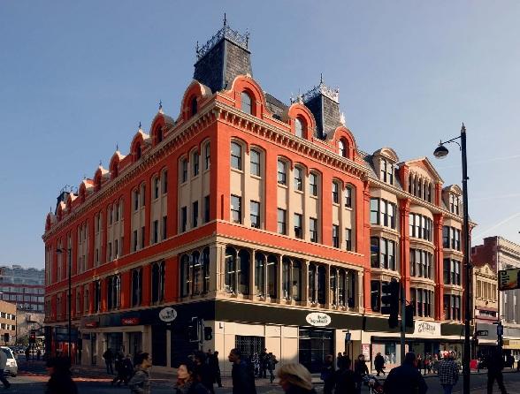 In The Northers Quarter is een bezoekje aan Afflecks Palace de moeite waard. Daar vind je veel retro en 2ehands kleding en kleine winkelstalletjes.