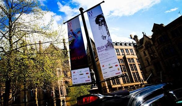 Manchester, de zesde stad van Engeland en thuisbasis van onder andere de wereldberoemde bands The Bee Gees, New Order, Simply Red, Oasis host ieder jaar een fantastisch cultuurfestival, het Manchester International Festival.