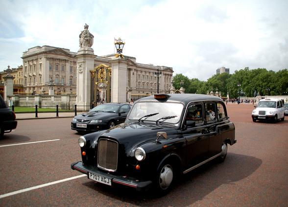 Londen heeft kenmerkende zwarte taxi's (cabbies).