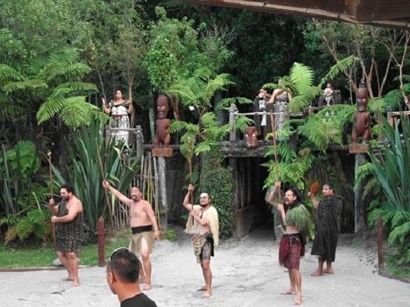Tamaki Moari Village: Maoristamhoofden begroeten hun gasten