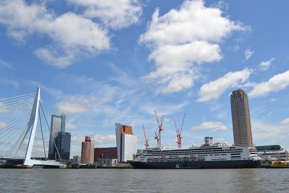 De ms Rotterdam voor de klassieke overtocht van Rotterdam naar New York