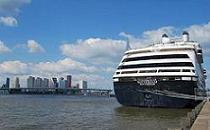 De ms Rotterdam voor vertrek naar New York