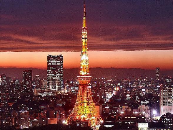 De Tokiotoren, of Tokyo Tower, is een stalen toren in Tokio, gebaseerd op de Eiffeltoren in Parijs in Frankrijk.