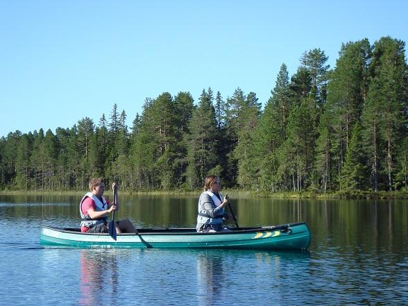 Op uitnodiging van Visit Sweden brachten wij een bezoek aan berenpark Orsa-Grönklitt in Zweden. Een reisverslag over het Rädsjön meer en het prachtige bergdorpje Fryksas.