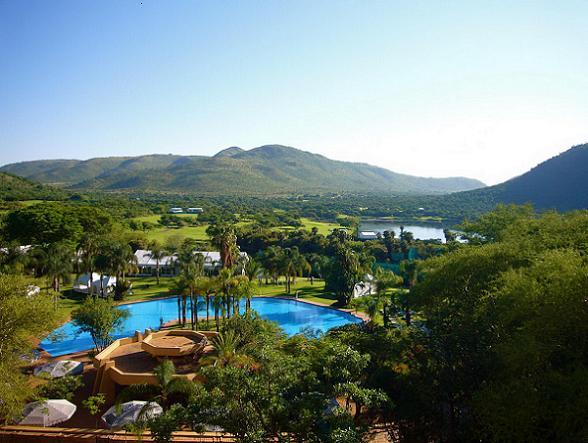 Het aantal toeristen dat jaarlijks een bezoek brengt aan Zuid-Afrika blijft maar groeien. En dat is uiteraard niet zomaar. Wij zetten een aantal prachtige bezienswaardigheden op een rij die je tijdens een reis door Zuid-Afrika niet mag overslaan.