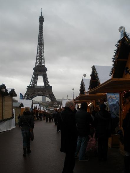 De Eiffeltoren is het 324 meter hoge uithangbord van Parijs en terecht.