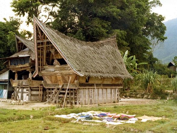 Een batak huis op Samosir in het Tobameer