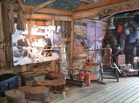 Veel musea en kunstgalerieën vertellen over de loodzware en erbarmelijke omstandigheden waarin de vissers leefden, zwoegend voor hun dagelijks brood.