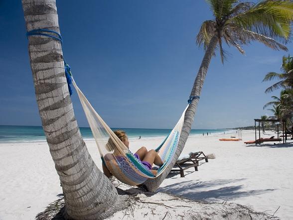 Wil je graag een keertje op vakantie naar het zonovergoten Mexico om te genieten van het heerlijke eten, de prachtige stranden en de woeste natuur? Dan kun je natuurlijk een strandvakantie boeken en gaan luieren in een all-inclusive hotel.