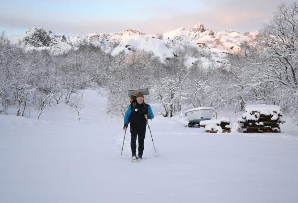 Een sneeuwschoenwandeling op de Lofoten met een gids