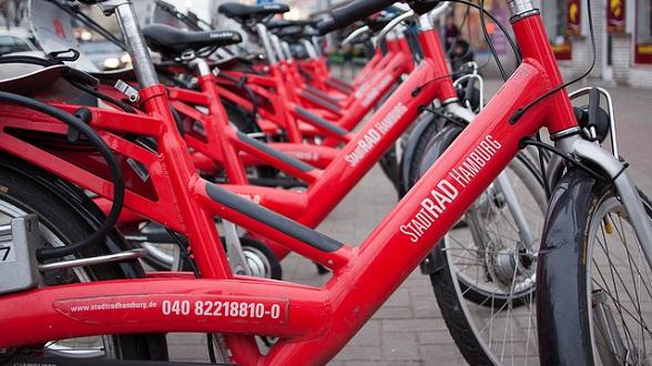 Sinds 3 jaar is het fietsen in de stad voor zowel  inwoners als toeristen nog aantrekkelijker gemaakt door het project Hamburg StadtRAD.