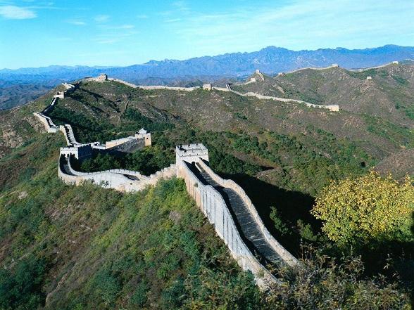 De Grote Muur van China is een 6.259 kilometer lange verdedigingswal
