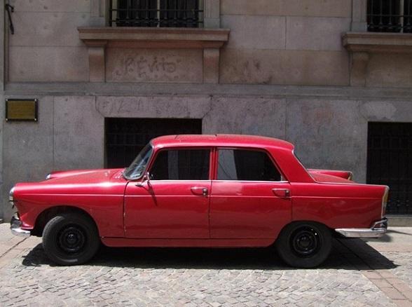 Een klassieke auto in Buenos Aires