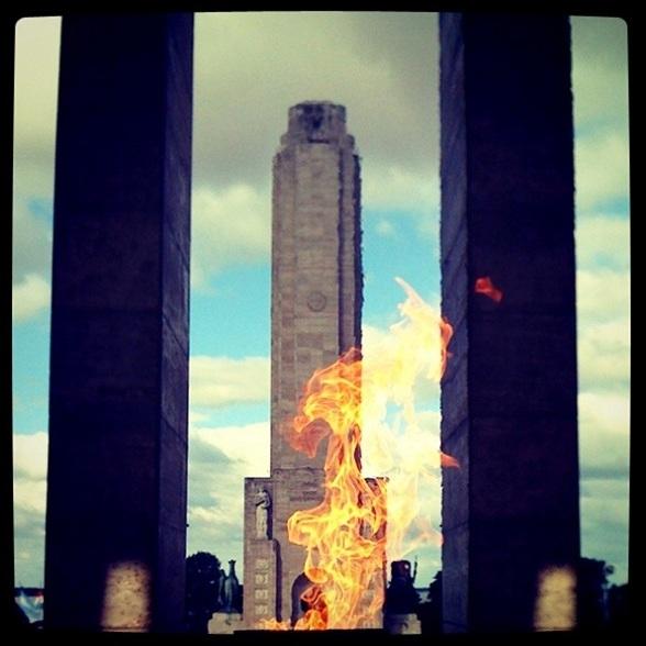 Een momument ter ere van Manuel Belgrano, de ontwerper van de Argentijnse vlag