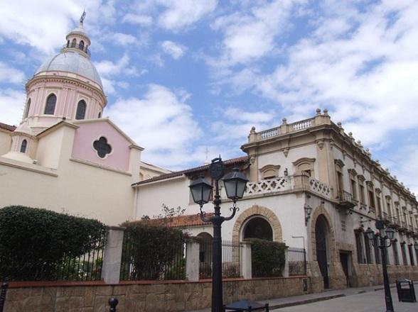 Ook in Salta is nog architectuur uit de koloniale tijd te vinden