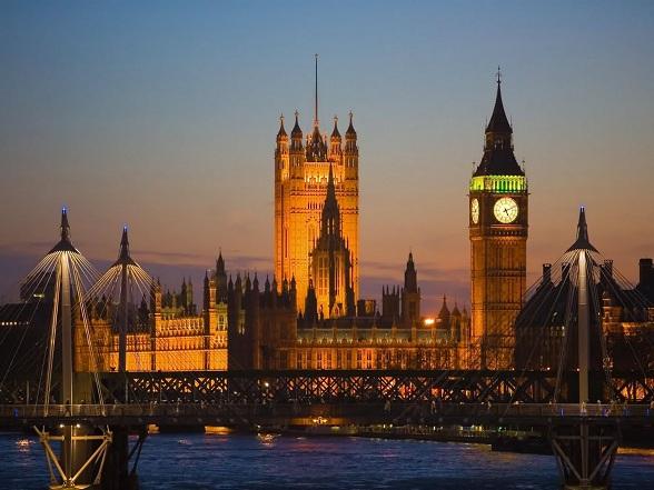 De toren van het Palace of Westminster, de beroemde Clock Tower, een van beroemdste herkenningspunten van Londen, heet vanaf 2012 de Elizabeth Tower