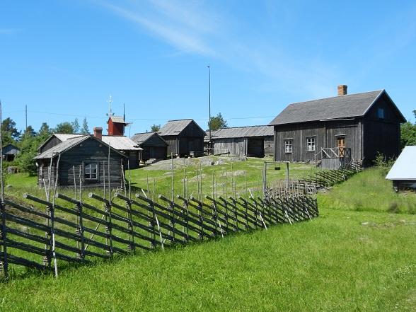 De gebouwtjes in Hermas zijn nog in zeer goede staat en geven een mooi beeld van het leven op de eilanden.
