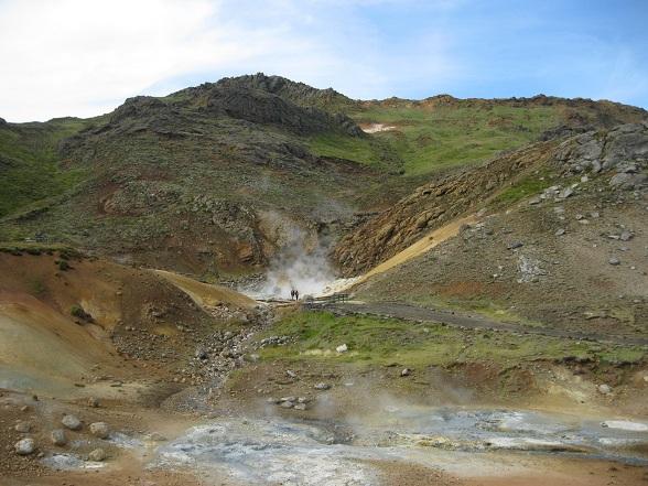 In de buurt van Krýsuvík kun je goed merken dat IJsland vol zit met vulkanische activiteit