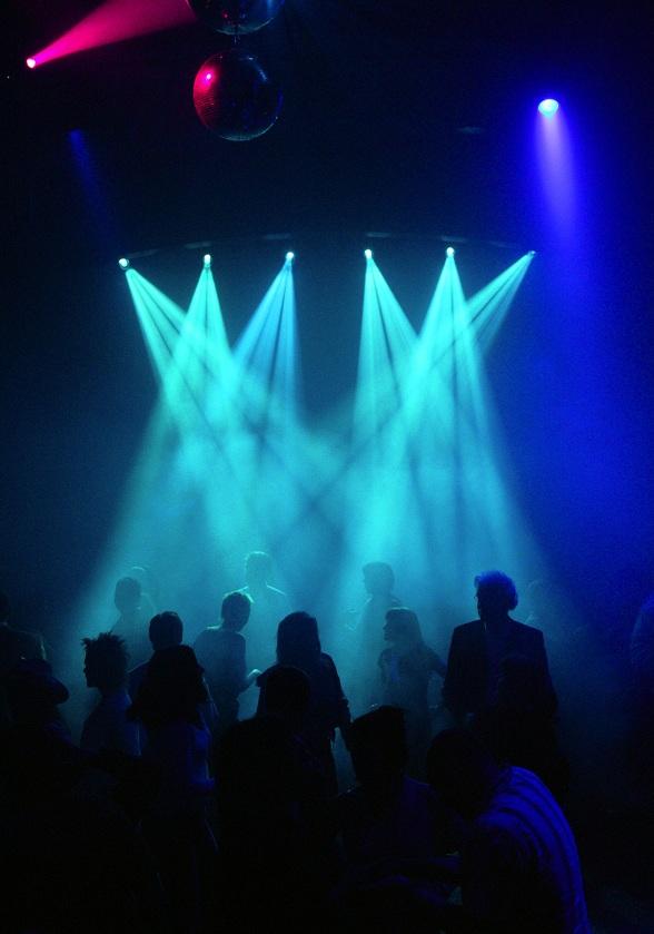 Echte nachtbrakers kunnen doorfeesten in grote discotheken als Nasa en Pravda.