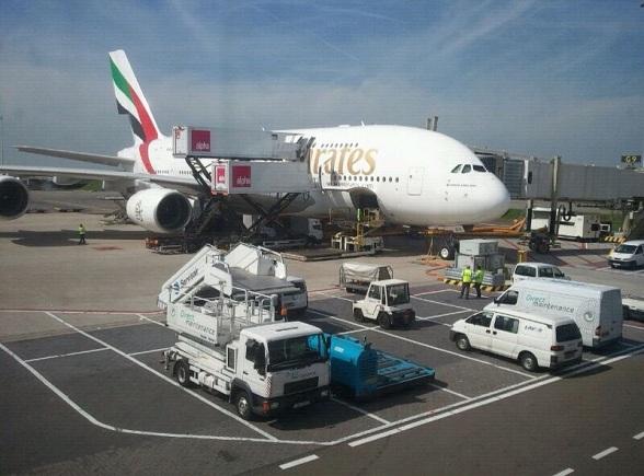 De Airbus A380 van Emirates op Schiphol