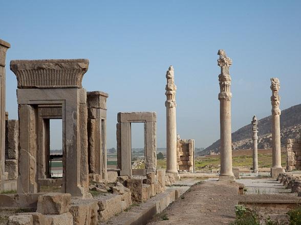 Persepolis is een oude nederzetting in het zuiden van Perzië/Iran. Persepolis bevatte twaalf bouwwerken.