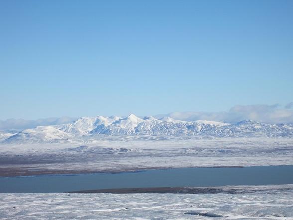 In IJsland voert men al tijden de discussie of het binnenland toegankelijker moet worden gemaakt voor het toerisme of juist niet. Wat vind jij daarvan?