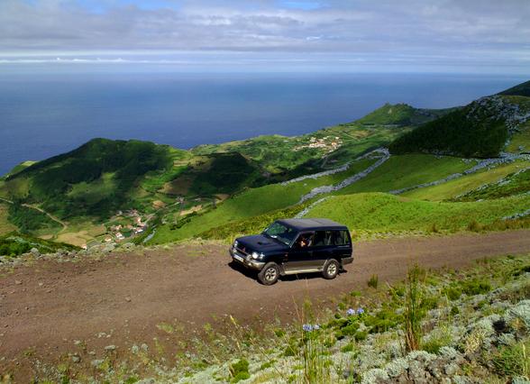 De jeeps kunnen elk terrein aan, waardoor jij op een opwindende en snelle manier de eilanden verkent