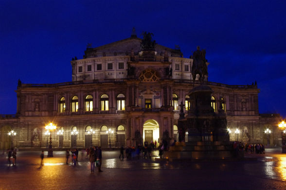 De Semperoper by night