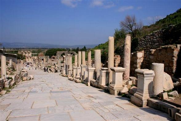 Veel reizigers kijken vreemd op wanneer je hen vertelt dat een van de meest belangrijke en omvangrijke Griekse ruïnes in Turkije ligt