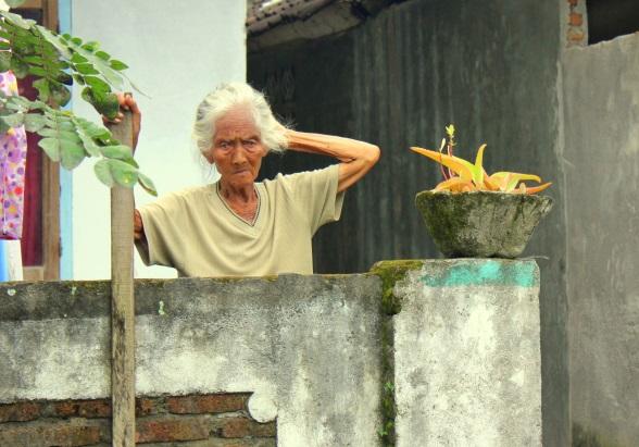 oude vrouw pringgasela