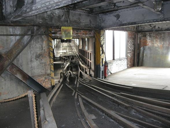 Een van de sporen waarlangs de kolen in de Michal Mijn in karretjes werden getransporteerd.