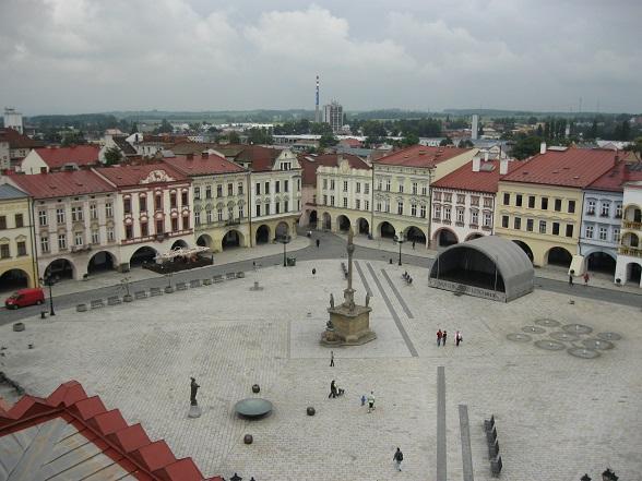 Uitzicht op het plein van Nový Jičín vanaf de toren van het stadshuis.