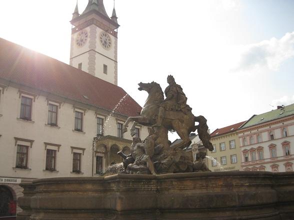 Olomouc is onder andere bekend om haar barokke fonteinen. De stad heeft er in totaal zeven. Ze zijn vernoemd naar zes Romeinse goden en Julius Caesar.
