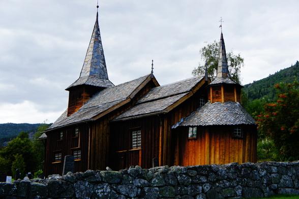 Deze typische staafkerkjes zijn vaak nationaal erfgoed en worden goed onderhouden. Vele er van zijn nog steeds in gebruik, ook al zijn ze piepklein tegenover onze kerken.