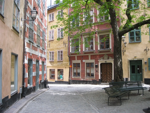 Hoewel Gamla Stan druk bezocht wordt door toeristen, is het door de vele steegjes niet moeilijk om een rustig plekje te vinden, zoals hier op de Kindstugatan.
