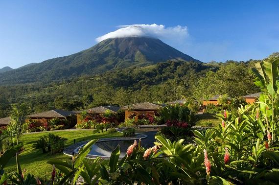 Vanuit het dorpje La Fortuna heb je een prachtig uitzicht op de Volcán Arenal, de bekendste vulkaan van Costa Rica.