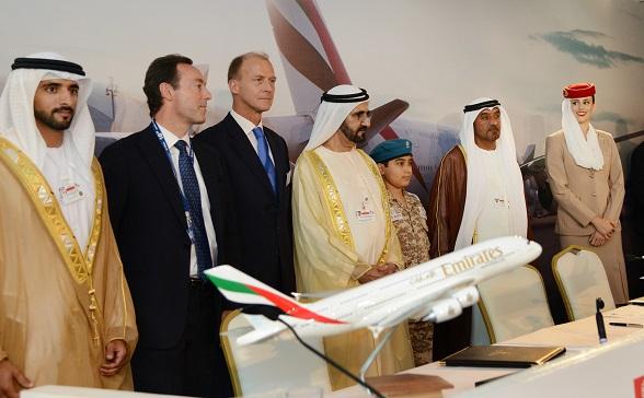 De overeenkomst is ondertekend tijdens de Dubai Air Show door His Highness (H.H.) Sheikh Ahmed Bin Saeed Al-Maktoum, Chairman en Chief Executive, Emirates Airline and Group, met Jim McNerney, Boeing Chairman, President en CEO, en Fabrice Brégier, Airbus' President en CEO. De ondertekening werd bijgewoond door H.H. Sheikh Mohammed bin Rashid Al-Maktoum.