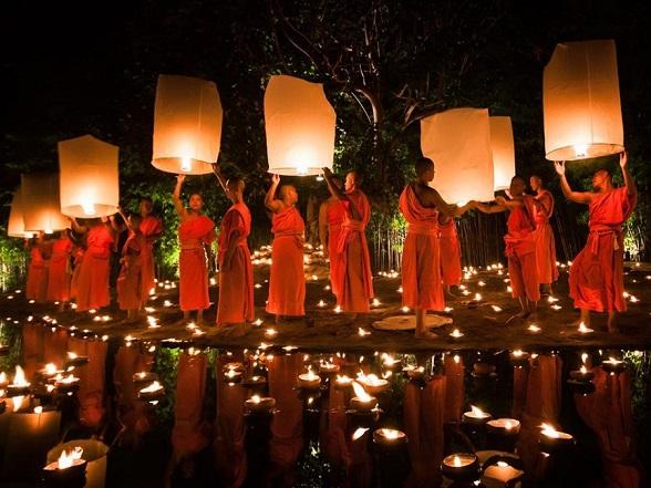 loy krathong festival in chiang mai thailand klein