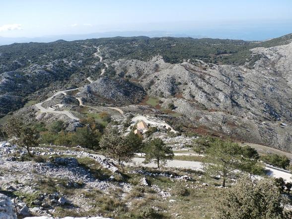 Vanaf de top van de Pantokrator valt pas goed op hoe groen Corfu is