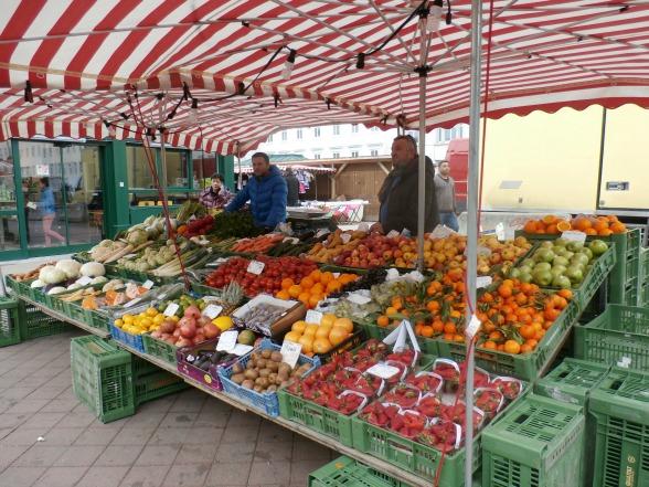 Een van de circa 150 marktkramen op de Naschmarkt in Wenen.