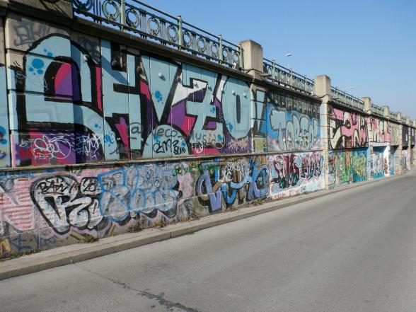 Langs het Donaukanaal is het spuiten van graffiti over een lengte van zo'n 17 kilometer toegestaan.