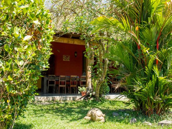 Casa Aroma de Campo bevindt zich middenin de natuur. Die natuurlijke elementen zie je ook terug in de casa, zoals de tuin vol bomen en planten.