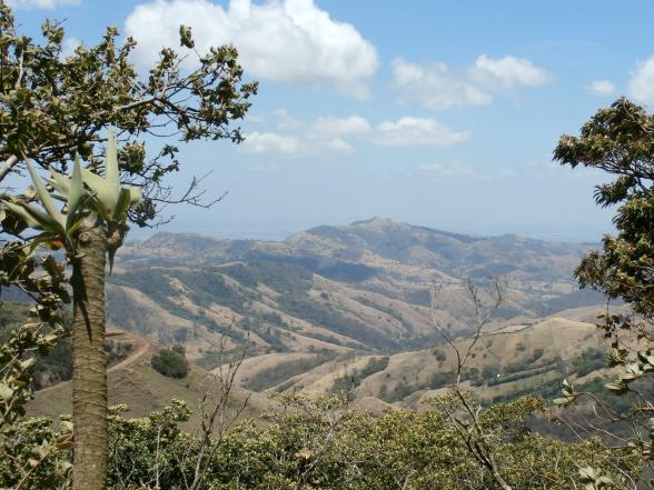 Uitzicht langs de onverharde weg naar Monteverde
