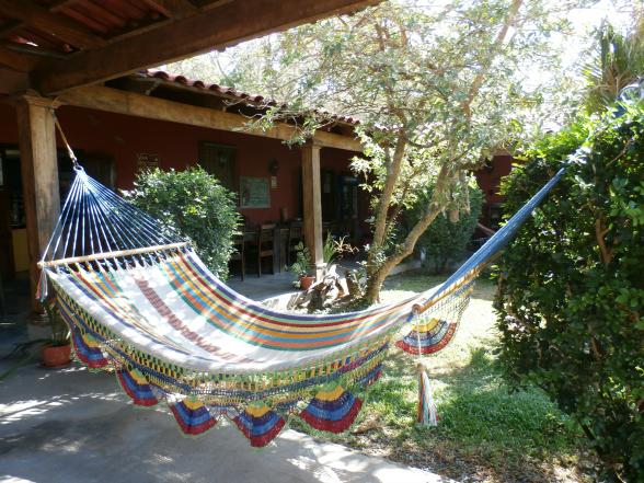 Hangmatten horen bij het goede leven en relaxte levenstempo in Costa Rica. Een perfecte plek om tot rust te komen na een actieve dag. Kun je eindelijk dat boek uitlezen..